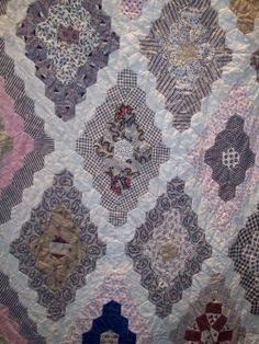 Auntie's Quaint Quilts: antique Australian hexagon quilt made in the1850s. Each hexagon is only 1/2 inch and there are over 1 million stitches in the quilt.