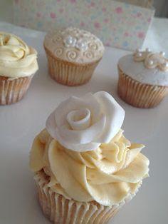 Cupcakes de boda en blanco y marfil