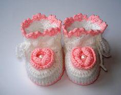 Häkeln Sie Baby Booties, Baby Booties, weiße Baby Booties, Rosa Baby Booties, Wolle Socken, Füßlinge mit Krawatten, Babysocken, Booties mit Blumen