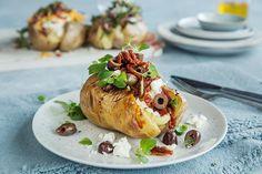 Bakt potet med 3 deilige toppinger | Coop Mega Baked Potato, Potatoes, Baking, Ethnic Recipes, Food, Potato, Bakken, Essen, Meals