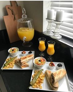 sometimes we get confused what are going to make for lunch ,this post will help you to not be lost Breakfast Presentation, Food Presentation, Pub Food, Cafe Food, Breakfast Bread Recipes, Party Food Platters, Good Food, Yummy Food, Food Decoration