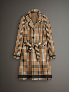 A reversible car coat in English-woven Vintage check cotton gabardine – inspired by a small plaid first used in the 1960s. The lightweight design is seam sealed for enhanced protection against the elements. Wear it on the reverse for solid-colour styling.