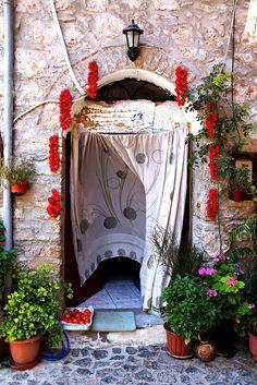 Μεστά Χίος Samos, Corfu, Chios Greece, Places In Greece, Heavenly Places, Greece Islands, Paradise On Earth, Doors, City