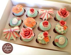 Flowers & Bows Cupcakes