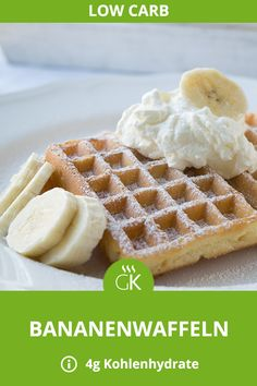 Die süßen Low Carb Bananenwaffeln kommen ganz ohne Mehl und nur mit Mandeln au… The sweet low carb banana waffles do without flour and only with almonds. Banana Dessert Recipes, Healthy Dessert Recipes, Keto Snacks, Baby Food Recipes, Low Carb Recipes, Dinner Recipes, Dessert Sans Gluten, Bon Dessert, Low Carb Dessert