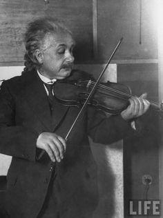 """""""L'effort d'unir sagesse et pouvoir aboutit rarement et seulement très brièvement."""" Albert Einstein"""