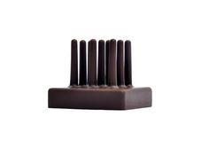 """Fx Balléry  LE FLEURY est un gâteau """"géologique"""" à déguster en deux temps. Passer un instant dans un jardin des saveurs à """"cueillir"""" les tiges en chocolat légèrement parfumées à la lavande et enrobées d'un chocolat noir. Puis piocher à travers les couches successives du gâteau afin de mélanger les différentes saveurs et les textures: d'abord craquante et parfumée, puis sableuse et enfin moelleuse."""