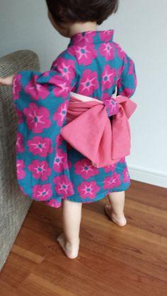 こどもふれあ浴衣 ゆかたワンピ 北欧調ピンク×ブルー Japanese Theme Parties, Japanese Kids, Japanese Outfits, Yukata, Baby Wearing, Diy For Kids, Cute Kids, Pattern Design, Baby Kids