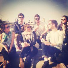 Parée de ses #lunettes Rezin Wooden Sunglasses, la team #TheTops profite du soleil! :)