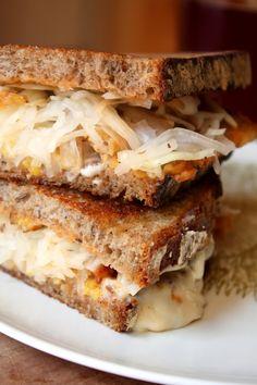 Delicious, dairy-free Tempeh Reuben! #vegan #dairyfree #recipe