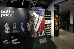 Le bus de Knysna détruit par adidas transformé en oeuvre d'art! Knysna, Transformers, Bus, Oeuvre D'art, Les Oeuvres, Battle, Flat Screen, Adidas, Sport