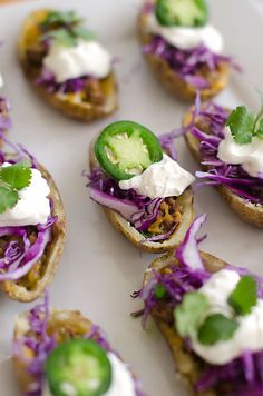 This Fiesta Style Potato Tacos recipe is courtesy of Living Locurto. This recipe takes potato skins to the next level of yum! Potatoe Skins Recipe, Potato Skins, Appetizers For Party, Appetizer Recipes, Party Nibbles, Lunch Recipes, Creamed Beef, Potato Nutrition, Healthy Potato Recipes