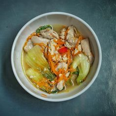 A guy that was morbidly obese who lost weight without exercise shares food, health and weightloss. Chicken Sopas, Carrot Noodles, Saute Onions, Noodle Soup, Chicken Thighs, How To Cook Chicken, Japchae, Carrots, Curry