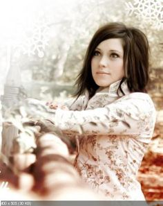 Such an anointed worship singer.  She uses her voice to glorify God!  Love her!