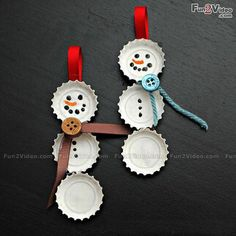 Fun Christmas crafts like these Best Bottle Cap Snowmen Ornaments will be much appreciated by the kids. Learn how to make homemade ornaments out of discarded bottle caps from these easy-to-read instructions. Christmas Crafts For Kids, Simple Christmas, Christmas Projects, Holiday Crafts, Christmas Holidays, Christmas Tree, Christmas Ideas, Frugal Christmas, Funny Christmas