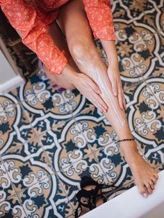 Découvrez 9 astuces imparables pour faire dégonfler les jambes cet été (et au quotidien) !