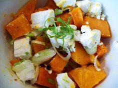Pompoen feta salade met gepofte knoflookdressing