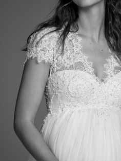🕊 Romantique robe à décolleté en V, bustier et dos keyhole en guipure et dentelle. ❣ Réservez votre essayage en ligne sur www.marionsnous.eu ou par téléphone au 03 87 75 40 10 . . . #marieeenceinte #enceinte #futuremaman #futuremariee #metz #marionsnousmetz #marionsnous #mariage #mariagemetz #mariee Lucky Star, Bustier, Marie, One Shoulder Wedding Dress, Wedding Dresses, Metz, Fashion, Pregnant Brides, Bride Dressing Gown