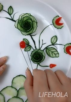 Impressive ideas about fruit and salad decorating. Amazing Food Decoration, Salad Decoration Ideas, Amazing Food Art, Fruit Decorations, Vegetable Decoration, Salad Design, Food Design, Fancy Food Presentation, Salad Presentation
