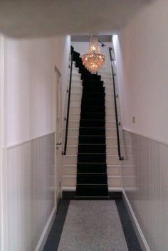 Klassieke hal  trap met een traploper die er helemaal bij past