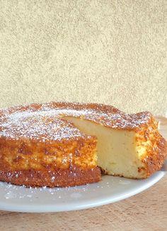 Ingrédients : 4 gros œufs 500 gr de fromage blanc 100 gr de fécules de maïs 100 gr de sucre pour l'aromatiser : zeste d'un citron, ex...