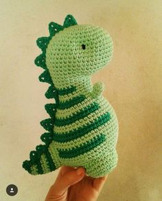 Amigurumi do Zero Kawaii Crochet, Crochet Bows, Crochet Gifts, Cute Crochet, Crochet Dinosaur Patterns, Crochet Patterns Amigurumi, Knitting Patterns, Easy Crochet Animals, Crochet Dragon