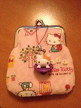 Bolsa com fecho metálico Hello Kitty