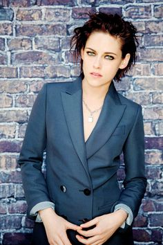 Kristen Stewart for The Los Angeles Times Kristen Stewart Hair, Kristen Stewart Movies, Kirsten Stewart, Sils Maria, Erin Hanson, Tomboy Fashion, Young Female, Costume, Hollywood Actresses