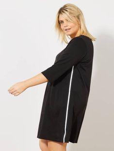 68313577dc4 Vestido negro con franjas en los laterales. KIABI