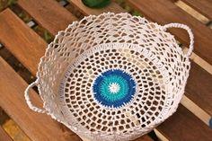 Kadınların ilgisini çeken dantel örnekleri Crochet Decoration, Decorative Accessories, Tableware, Dinnerware, Tablewares, Dishes, Place Settings