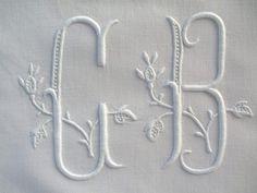 LINGE ANCIEN/ Beau monogramme ancien CB brodé main sur toile lin et coton pour couture