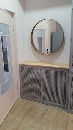 R2  שידת ברזל בלגי שילוב עץ Iron Furniture, Home Decor, Decoration Home, Room Decor, Home Interior Design, Home Decoration, Interior Design