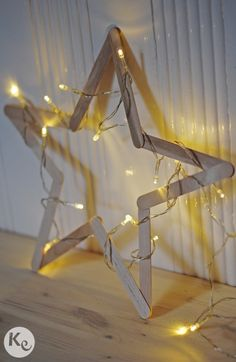 DIY wood star with popsicle sticks! #christmas #decor. Ijsstokjes of…