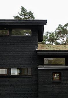 Skogshuset vid stranden, Gotland – M.Arkitektur Black House Exterior, Rest House, Industrial House, My Dream Home, Exterior Design, Modern Architecture, Future House, Building A House, House Design