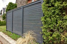 Exterior Inspiration ~ Sturdy Fence Ideas For Frontyard And Backyard Pictures: Swanky Dark Wooden Horizontal Edging Stockade Fence Ideas With Green Plants As Inspiring Front Yard Neutral Landscaping Fencing Ideas Wood Privacy Fence, Diy Fence, Backyard Fences, Front Yard Landscaping, Fence Ideas, Yard Privacy, Fence Art, Cedar Fence, Modern Fence