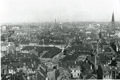 Udsigt fra Rådhustårnet, København. Bagerst til venstre ses Rundetårn. I forgrunden Domhuset. 1916.