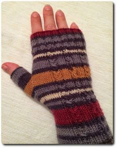 """One of my """"commissioned work"""" (I do not do the whole thing for business . : One of my """"commissioned work"""" (I& not doing this for business but purely for fun) was fingerless gloves. And these were finished yesterday … Knitting Projects, Knitting Patterns, Sewing Patterns, Knitted Gloves, Fingerless Gloves, Baby Mittens, Learn How To Knit, Outfits With Hats, Knitting For Beginners"""