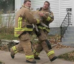 Two firefighters rescuing a dog from a house fire, a heroic act which saved his life. I Love Dogs, Puppy Love, Amor Animal, Faith In Humanity Restored, Family Dogs, Service Dogs, Mans Best Friend, Belle Photo, Dog Owners