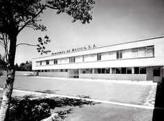 Taller de Reparacion de Motores de Avion, Aeropuerto, Mexico DF 1957 Arq. VladimirKaspé  Aircraft engine repair shop, Airport, Mexico City 1957