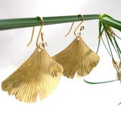 Boucles d'oreilles feuille de ginkgo biloba laiton doré et cristal de roche, style boheme, nature et romantique par reve