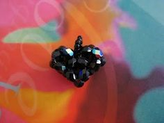 My Daily Bead: Another Easy Beaded Heart    http://mydailybead.blogspot.com/2010/01/another-easy-beaded-heart.html
