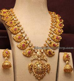 Antique Nakshi Mango Mala and Jhumkas - Indian Jewellery Designs Indian Jewellery Design, Latest Jewellery, Jewelry Design, India Jewelry, Temple Jewellery, Gold Jewelry, Jewelery, Marriage Jewellery, Gold Necklaces