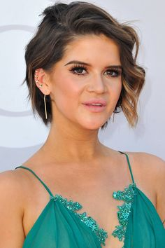 We are loving country star Maren Morris' asymmetrical twist on the pixie cut