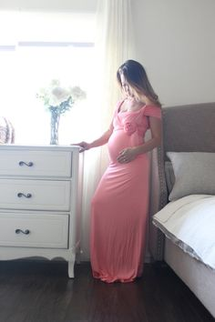 Maternity gown / maternity dress / infinity / fitted by EmbieBaby.. #stylethebump