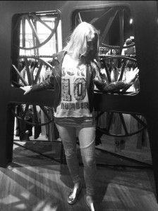 How to wear #BIKER DENIM: Jeans - Blue Fire, Lederjacke - Gipsy, Pailletten-Top - Princess Goes Hollywood, Top - Marc Cain #fashion #stylingtutorial  www.mensing.com