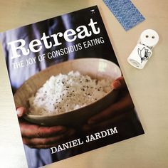 "Retreat : the joy of conscious eating - + Salt & peppers shakers - ""Bon appétit"" & online Salt Pepper Shakers, Salt And Pepper, Bon Appetit, Oatmeal, Joy, Stuffed Peppers, Breakfast, Garden, Salt N Pepper"
