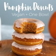 Donuts- VEGAN and only one bowl to make plus 10 minutes to bake! Pumpkin Donuts- VEGAN and only one bowl to make plus 10 minutes to bake!, Pumpkin Donuts- VEGAN and only one bowl to make plus 10 minutes to bake! Vegan Dessert Recipes, Donut Recipes, Vegan Recipes Easy, Cooking Recipes, Vegan Sweets, Vegan Recipes Videos, Baking Desserts, Copycat Recipes, Recipes Dinner