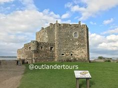 Blackness castle features in our Outlander tours. The castle was Fort William in the TV series. One day and half day tours from Edinburgh Outlander Tour, Outlander Tv Series, Wentworth Prison, Scotland Tours, Fort William, Scotland Castles, Filming Locations, Day Tours, Edinburgh