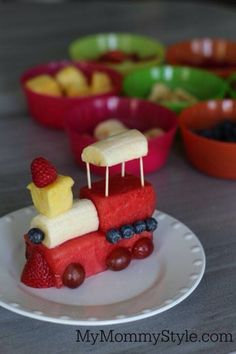 Fruit train for kids. Great idea to get the little ones to finish their veggies.