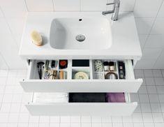IDO Seven D -tuoteperheeseen kuuluu kylpyhuonekalusteiden lisäksi myös joukko linjakkaita pesualtaita. Alakaappi lisää kylpyhuoneen säilytystilaa. Molemmat laatikot ovat täysin ulosvedettäviä. Kätevä lokerikko on vakiona ylälaatikossa ja saatavana lisävarusteena alalaatikkoon.